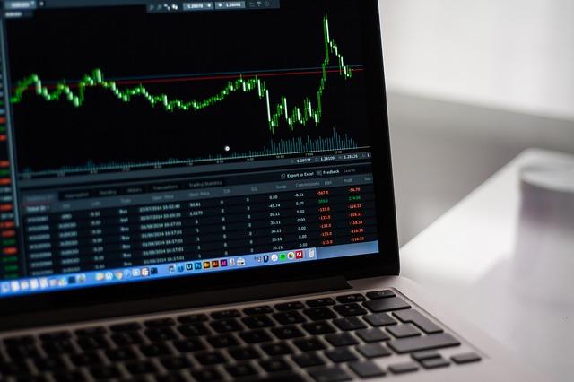 PCと株価チャート