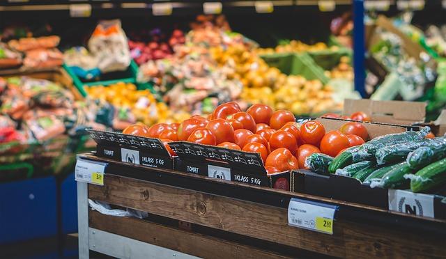 スーパーマーケットとフルーツ